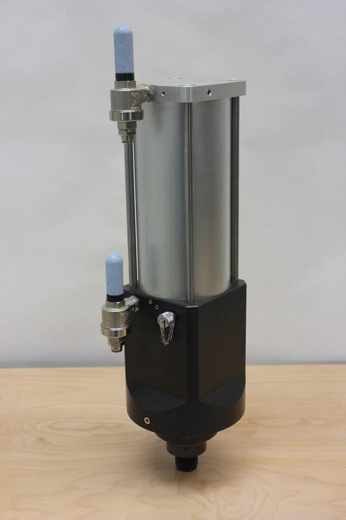 Hydropneumatische krachtcilinder KC40 achteraanzicht
