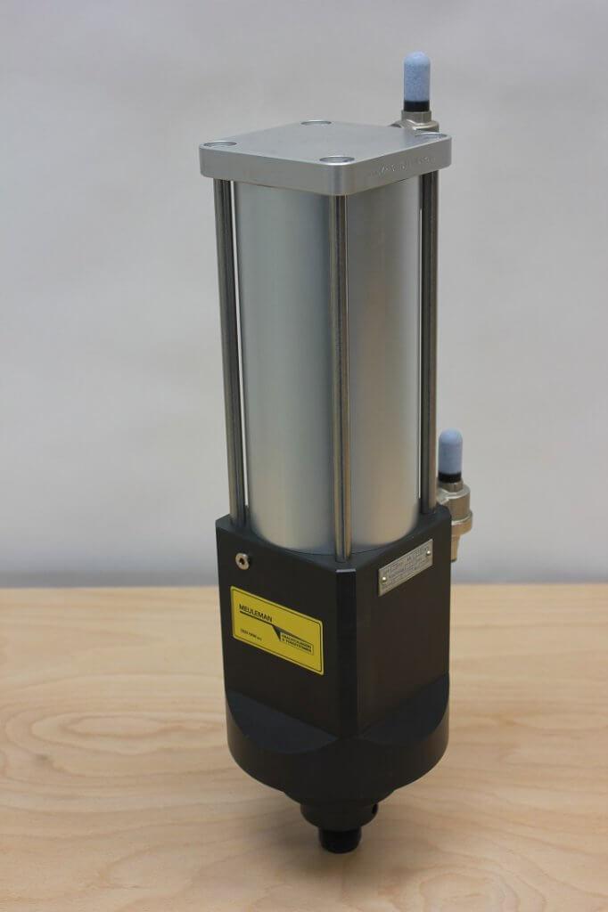 KC20 hydropneumatische krachtcilinder voorkant
