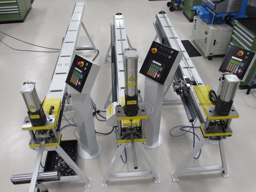 Programmeerbare ponsmachines met automatische aanvoer