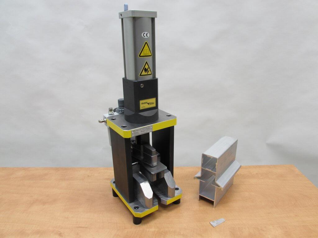 knipmachine sleuf podium