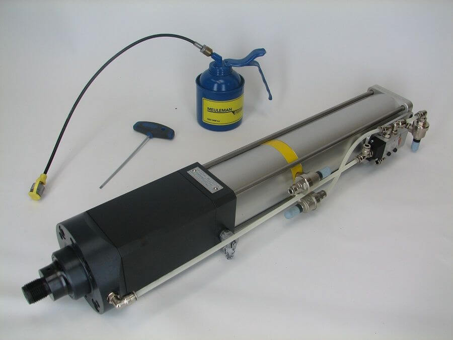 Ontluchten en olie bijvullen snelslag krachtcilinders